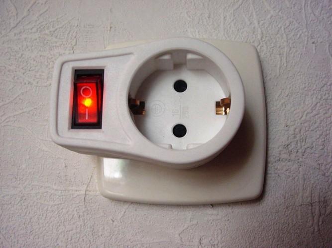 2x steckdose mit schalter zwischen stecker 230v beleuchtet kindersicherung ebay. Black Bedroom Furniture Sets. Home Design Ideas